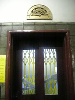 手動エレベーター